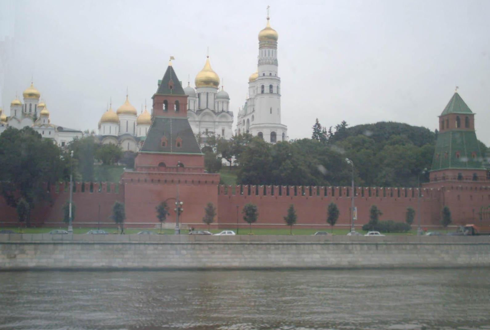 Москва кремль и москва река из окна